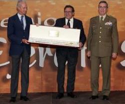 """Alfonso USSIA, """"Distinción Especial"""". Premios EJERCITO 2016"""