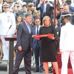La fragata Cristóbal Colón iza su bandera de combate
